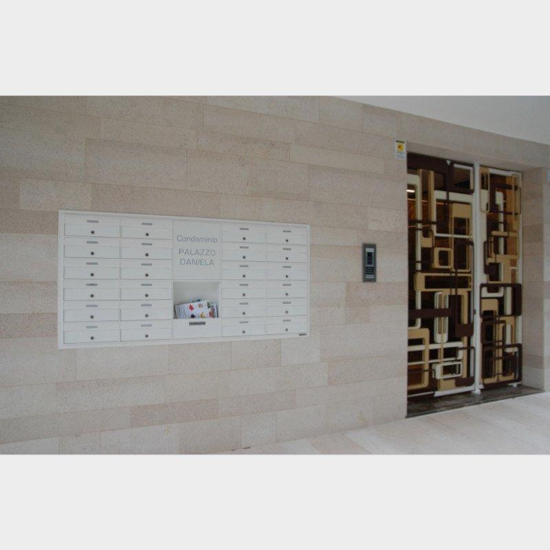 cassette postali esterno vista ingresso