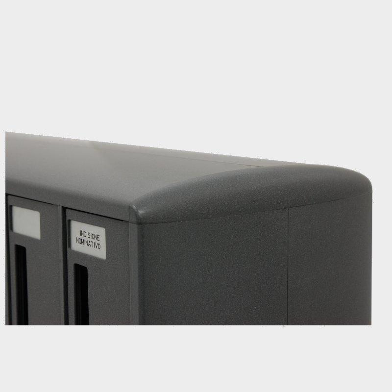 dettaglio cassette postali condominiali verticali