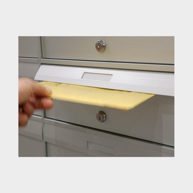 dettaglio cassette postali esterno imbuco